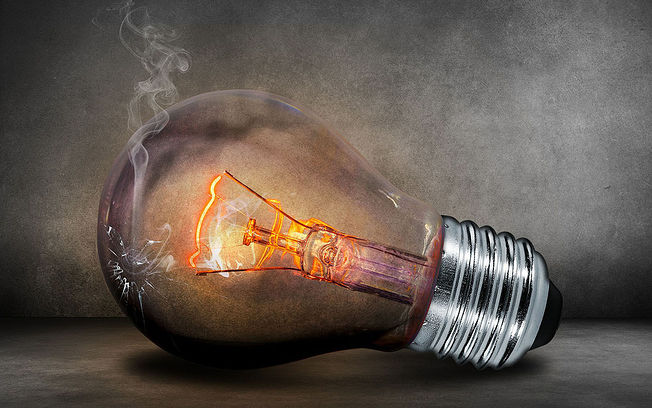 La factura de la luz del usuario medio es hoy 40 euros más cara que hace 15 años: ha subido un 92%.