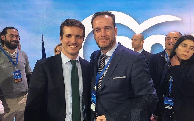 Antonio Martínez Iniesta con Pablo Casado, presidente del PP. Imagen de archivo.