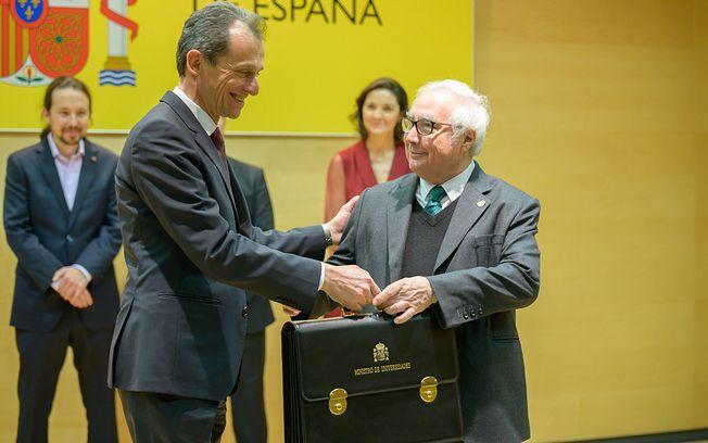 Manuel Castells, toma posesión de la cartera del Ministerio de Universidades.