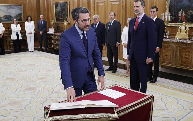 Maxim Huerta prometiendo su cargo como Ministro de Cultura y Deportes.