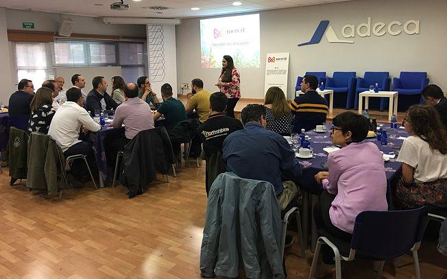 ADECA enseña a los empresarios de Campollano a vender en Amazon en un Desayuno Empresarial