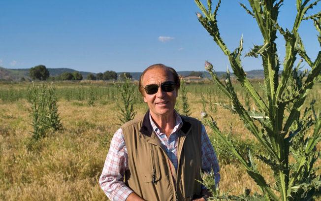 El ganadero Samuel Flores, en su finca de El Palomar, en Povedilla, cerca de Alcaraz, en la provincia de Albacete.