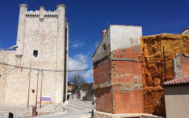 El PP de Torija ha denunciado las  obras municipales realizadas alrededor del Castillo por incumplimiento de  la normativa