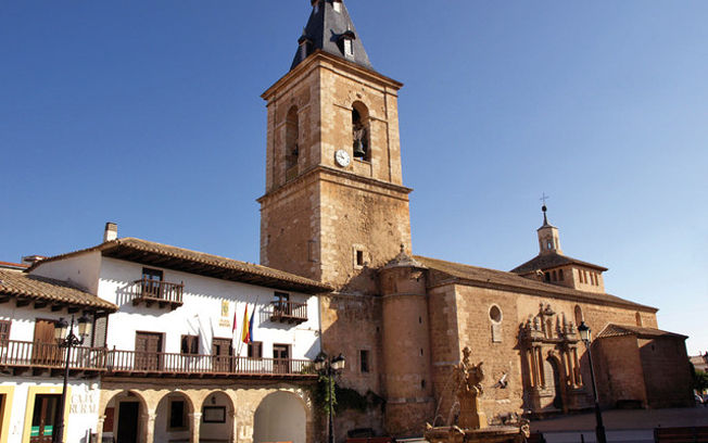 Vista parcial de la Plaza Mayor de Tarazona de La Mancha.