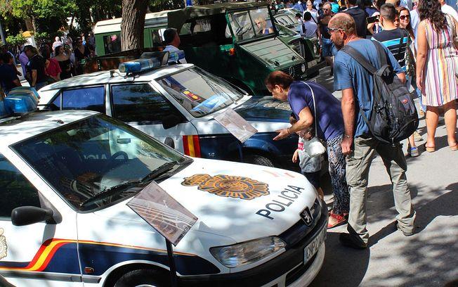 Vehículos antiguos del Parque Móvil del Cuerpo Nacional de Policía y de la Guardia Civil se han expuesto en la Feria de Albactete