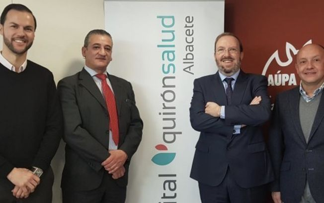 Quirónsalud Hospital Albacete y el Albacete Balompié firman un convenio de colaboración.