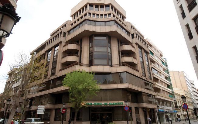Edificio de la oficina principal de la Caja Rural de Albacete.