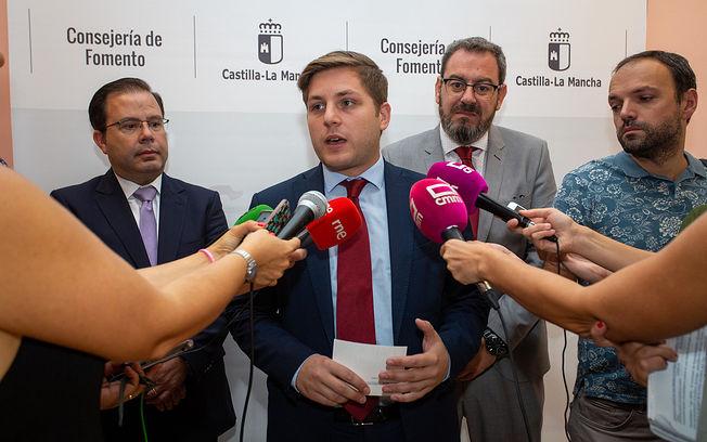El consejero de Fomento, Nacho Hernando, mantiene un encuentro con el delegado de la Junta en Guadalajara Eusebio Robles. (Foto: A. Pérez Herrera / JCCM). Foto: Foto:Ana Perez//JCCM