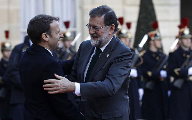 El presidente del Gobierno, Mariano Rajoy, es recibido en el Palacio del Elíseo por el presidente de la República Francesa, Emmanuel Macron, para asistir a la Cumbre del Clima